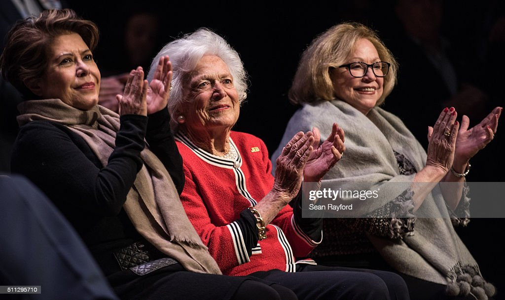 Jeb Bush Campaigns With Mother Barbara Bush One Day Before SC Primary : News Photo