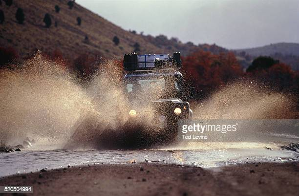 jeep splashing through puddle, patagonien, argentina - 4x4 stock pictures, royalty-free photos & images