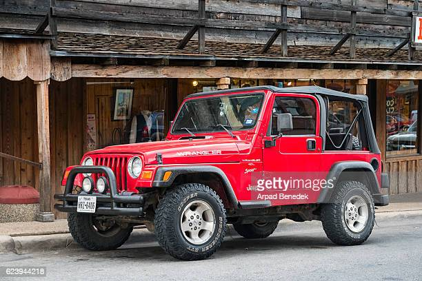 jeep wrangler tj 4.0 l sport convertible - jeep wrangler stock photos and pictures