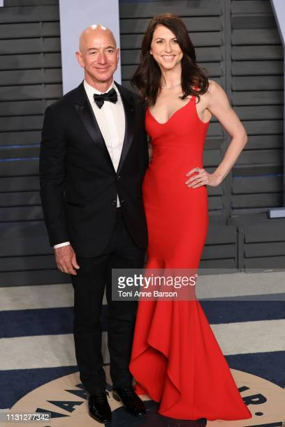 Jeff Bezos and MacKenzie Bezos attend the 2018 Vanity Fair Oscar Party hosted by Radhika Jones at Wallis Annenberg Center for the Performing Arts on...