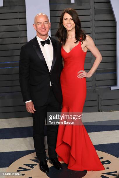 Jeff Bezos and MacKenzie Bezos attends the 2018 Vanity Fair Oscar Party hosted by Radhika Jones at Wallis Annenberg Center for the Performing Arts on...