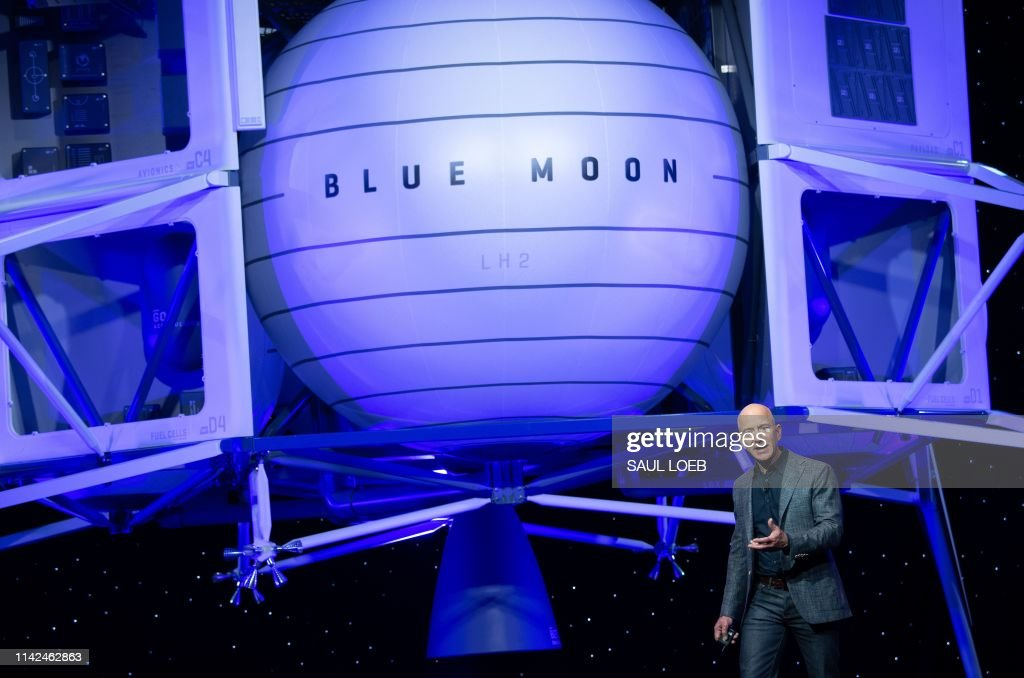 US-SPACE-BLUE ORIGIN-BEZOS : News Photo
