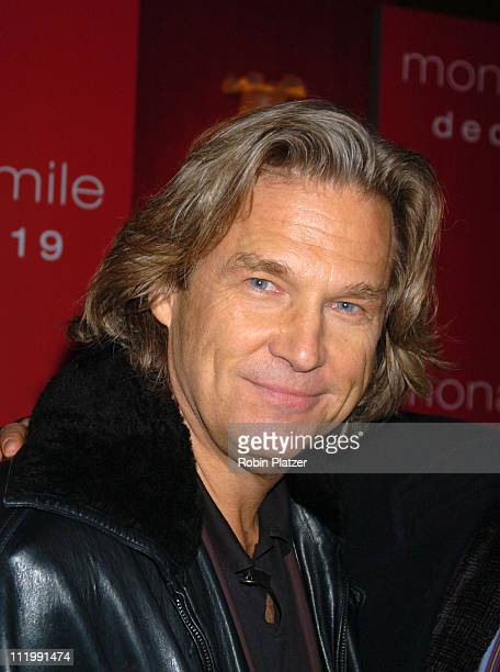 "Jeff Bridges during ""Mona Lisa Smile"" New York Premiere at Ziegfeld Theater in New York City, New York, United States."