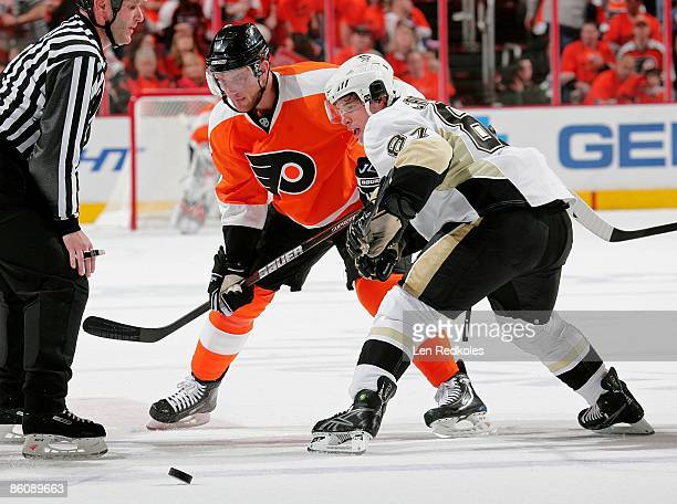 Jeff Carter of the Philadelphia Flyers battles for the puck on a face off against Sidney Crosby of the Pittsburgh Penguins during Game Three of the...