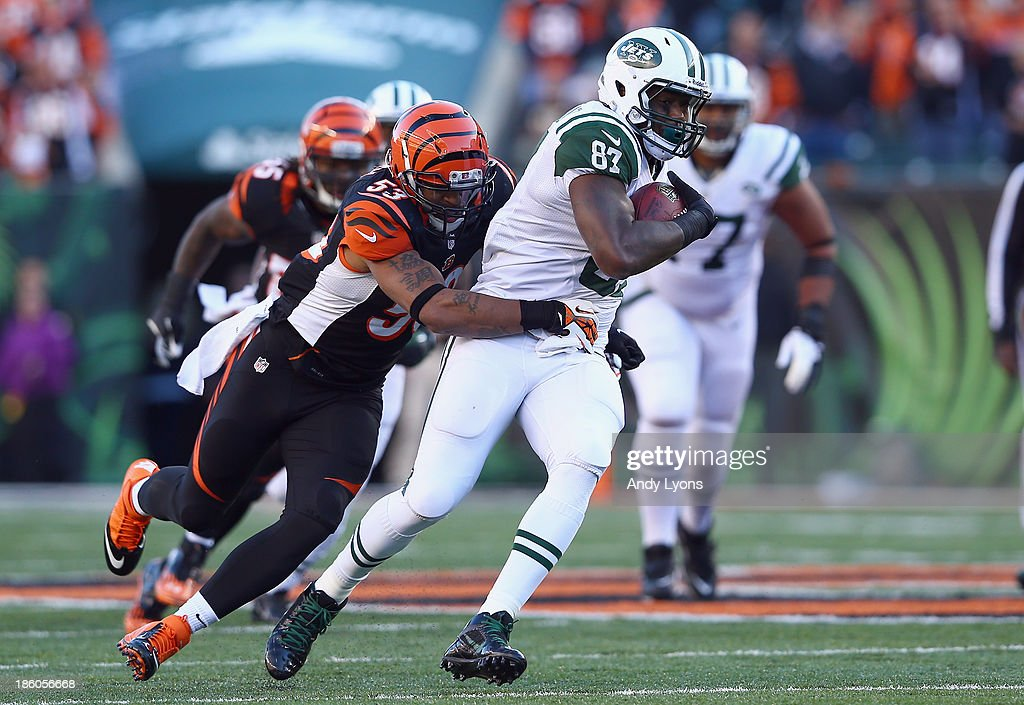 Jeff Cumberland #87 of the New York Jets runs with the ball while defended by Michael Boley #53 of the Cincinnati Bengals during the game at Paul Brown Stadium on October 27, 2013 in Cincinnati, Ohio.