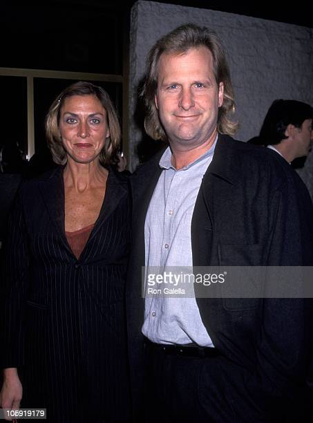 Jeff Daniels and Kathleen Treado during 'Pleasantville' Los Angeles Premiere at Mann's National Theater in Westwood California United States