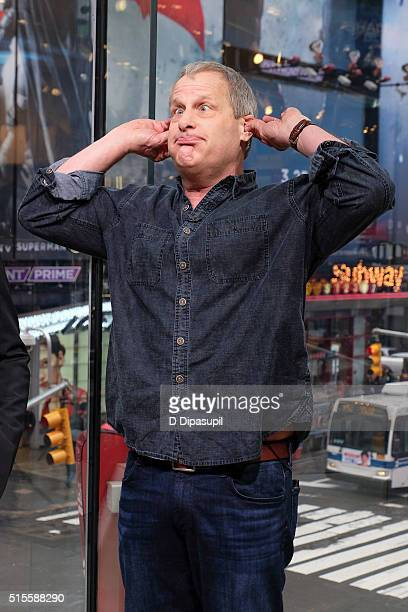 """Jeff Daniels visits """"Extra"""" at their New York studios at H&M in Times Square on March 14, 2016 in New York City."""