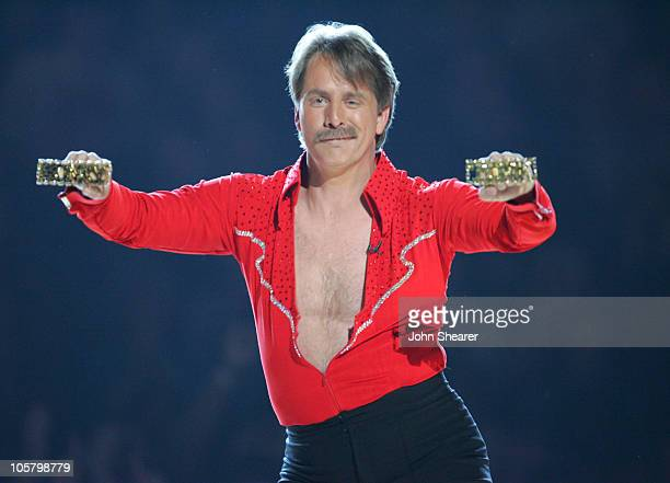 Jeff Foxworthy host performs 'Line Dancing With The Stars'
