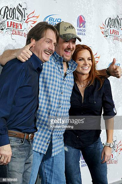 Jeff Foxworthy Larry The Cable Guy and wife Cara Whitney arrive for the Comedy Central Roast Of Larry The Cable Guy at the Warner Brother Studio Lot...