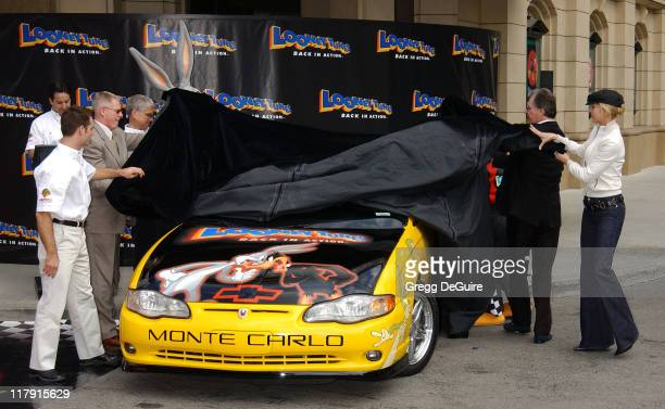 Jeff Gordon and Jenna Elfman unveiling the Looney Tunes Back In Action Pace Car