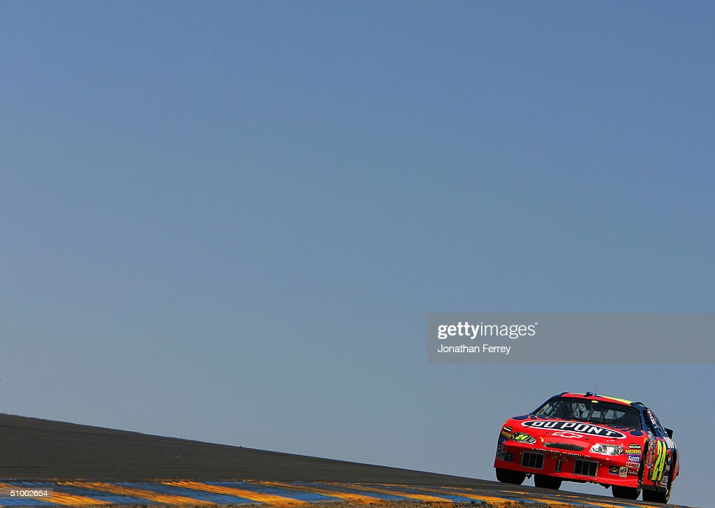 Jeff Gordon Drives His #24 DuPont Chevrolet During The NASCAR Nextel Cup  Dodge\Save