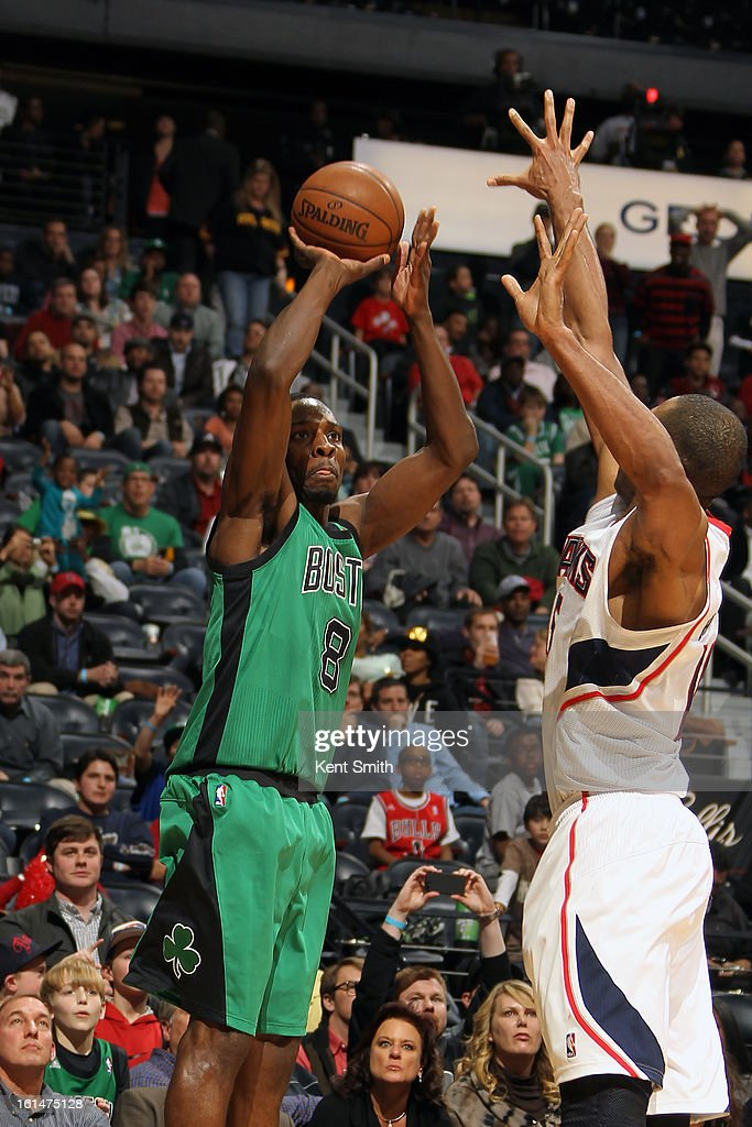 Jeff Green #8 of the Boston Celtics shoots over Al Horford #15 of the Atlanta Hawks at the Philips Arena on January 25, 2013 in Atlanta, Georgia.