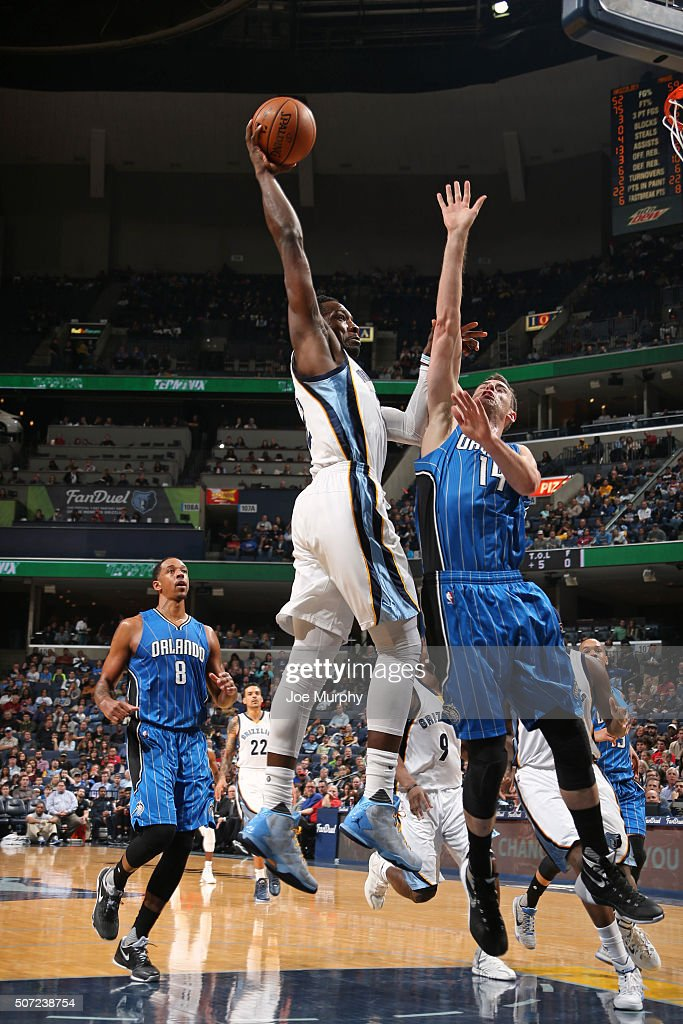 Jeff Green #32 of the Memphis Grizzlies goes in for the dunk against the Orlando Magic on January 25, 2016 at FedExForum in Memphis, Tennessee.