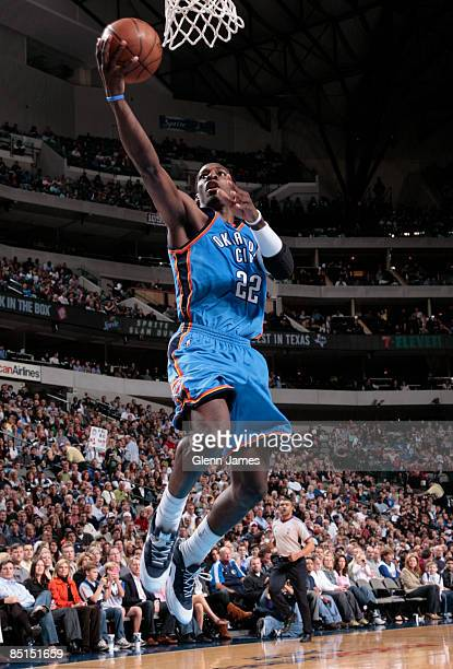 Jeff Green of the Oklahoma City Thunder goes in for the layup against the Dallas Mavericks on February 27 2009 at the American Airlines Center in...