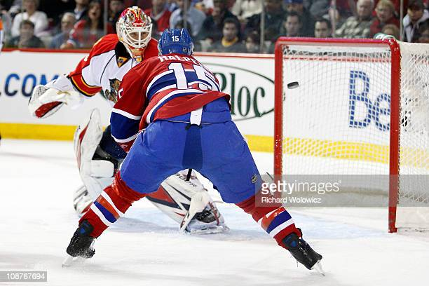 Jeff Halpern of the Montreal Canadiens deflects the puck past Tomas Vokoun of the Florida Panthers during the NHL game at the Bell Centre on February...