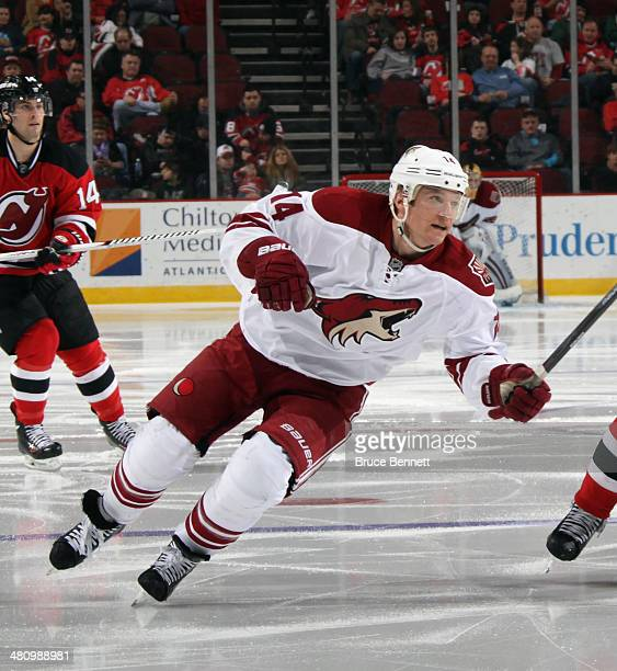 Jeff Halpern of the Phoenix Coyotes skates against the New Jersey Devils at the Prudential Center on March 27 2014 in Newark New Jersey The Coyotes...