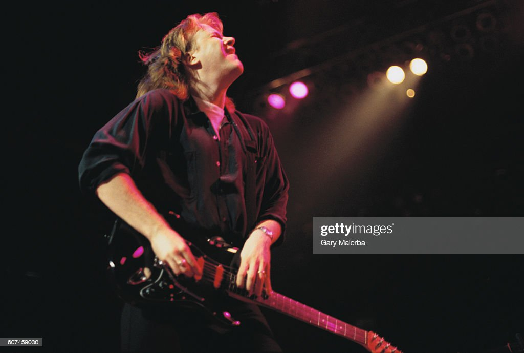 Jeff Healey Playing Guitar : News Photo