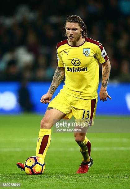 Jeff Hendrick of Burnely in action during the Premier League match between West Ham United and Burnley at London Stadium on December 14 2016 in...