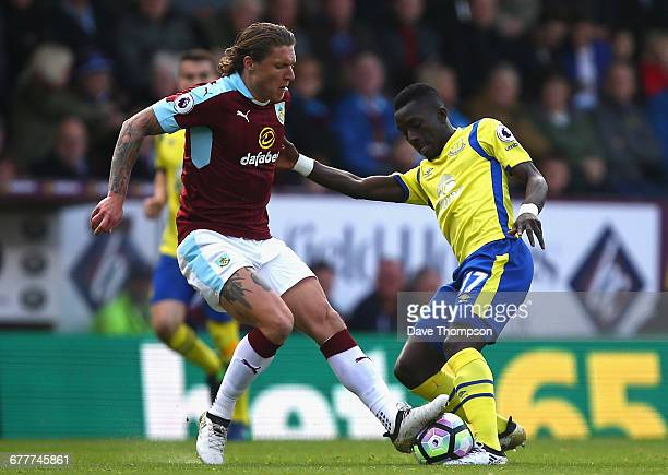 Jeff Hendrick of Burnley and Idrissa Gueye of Everton battle for possession during the Premier League match between Burnley and Everton at Turf Moor...