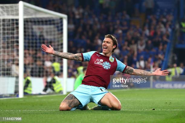 Jeff Hendrick of Burnley celebrates after scoring his sides first goal during the Premier League match between Chelsea FC and Burnley FC at Stamford...