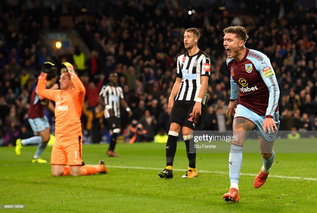 Jeff Hendrick of Burnley celebrates after scoring his sides first goal during the Premier League match between Burnley and Newcastle United at Turf Moor on October 30, 2017 in Burnley, England.