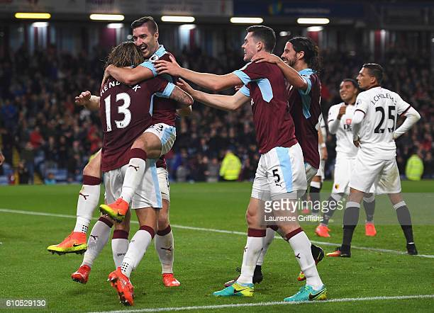 Jeff Hendrick of Burnley celebrates with team mates after he scores his sides first goal during the Premier League match between Burnley and Watford...
