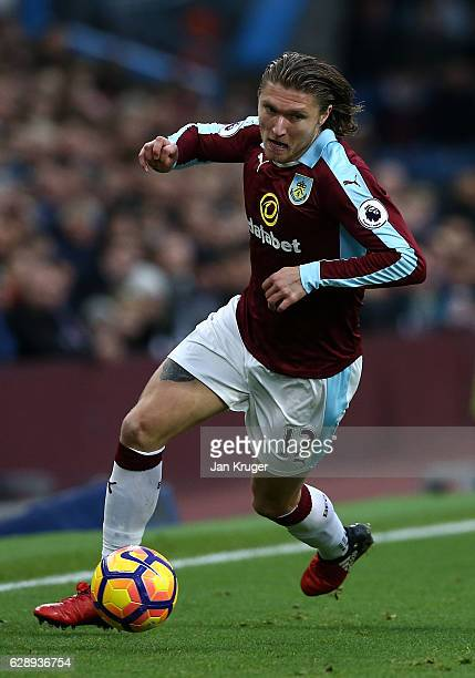 Jeff Hendrick of Burnley controls the ball during the Premier League match between Burnley and AFC Bournemouth at Turf Moor on December 10 2016 in...