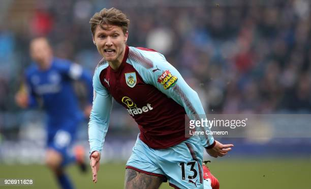 Jeff Hendrick of Burnley during the Premier League match between Burnley and Everton at Turf Moor on March 3 2018 in Burnley England