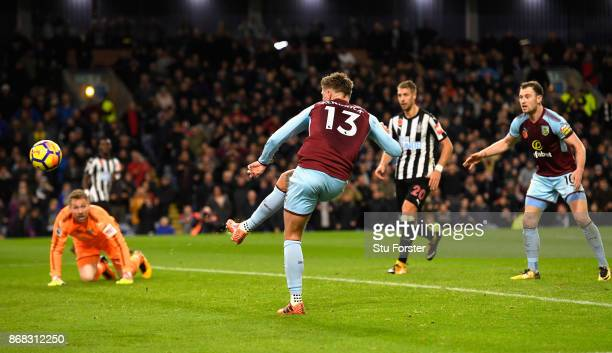 Jeff Hendrick of Burnley scores his sides first goal during the Premier League match between Burnley and Newcastle United at Turf Moor on October 30...