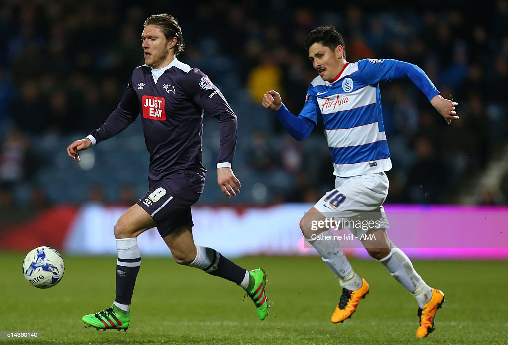 Jeff Hendrick of Derby County and Alejandro Faurlin of Queens Park Rangers during the Sky Bet Championship match between Queens Park Rangers and Derby County at at Loftus Road on March 8, 2016 in London, England.