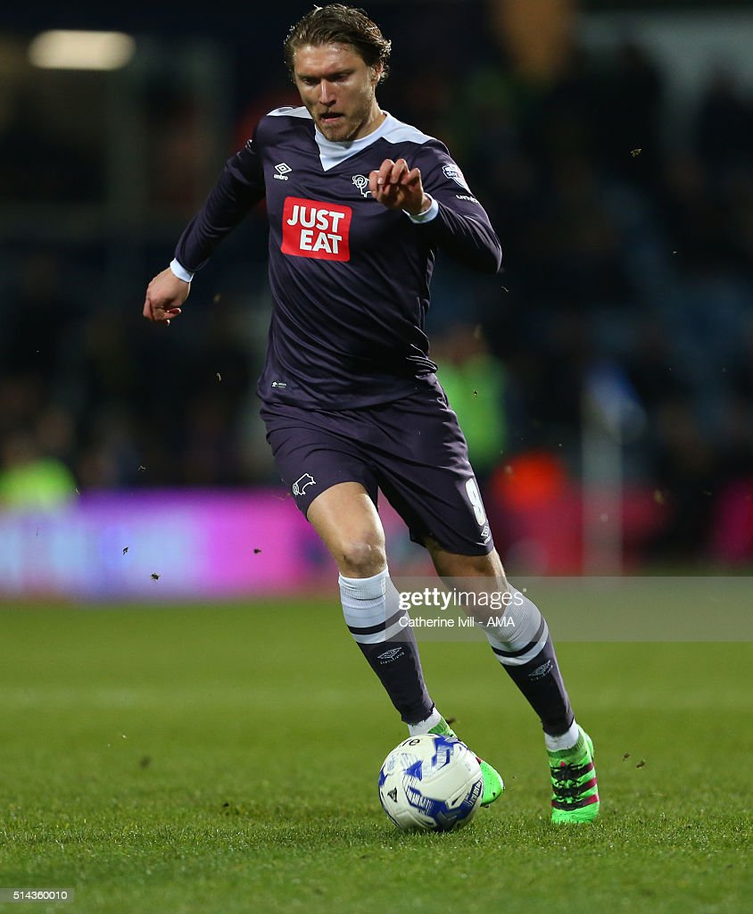 Jeff Hendrick of Derby County during the Sky Bet Championship match between Queens Park Rangers and Derby County at at Loftus Road on March 8, 2016 in London, England.