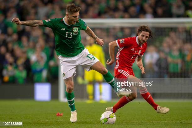 Jeff Hendrick of Ireland and Joe Allen of Wales fight for the ball during the UEFA Nations League B match between Republic of Ireland and Wales at...