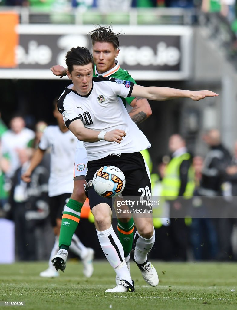 Jeff Hendrick (R) of Republic of Ireland and Michael Gregoritsch (L) of Austria during the FIFA 2018 World Cup Qualifier between Republic of Ireland and Austria at Aviva Stadium on June 11, 2017 in Dublin.