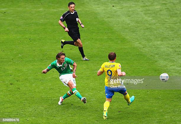 Jeff Hendrick of Republic of Ireland shoots at goal hitting the bar during the UEFA EURO 2016 Group E match between Republic of Ireland and Sweden at...