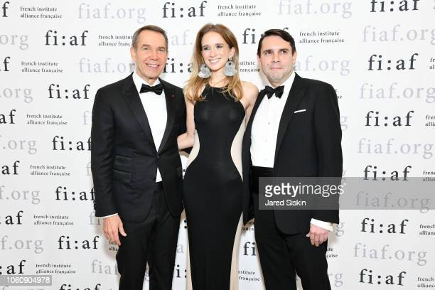 Jeff Koons, Kristin Simmons and guest attend FIAF Trophee des Arts Gala at The Plaza Hotel on November 12, 2018 in New York City.