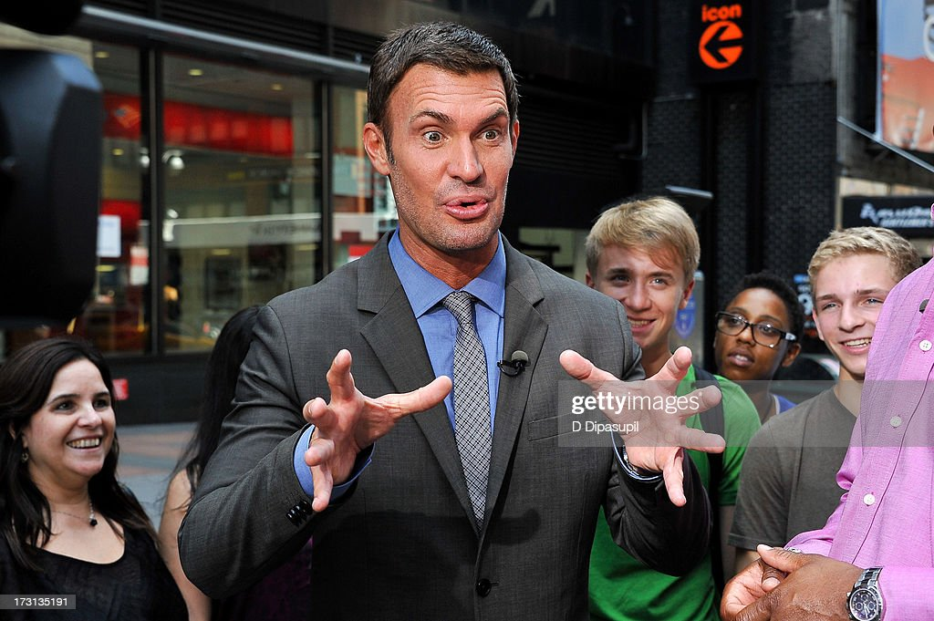 "Jeff Lewis Visits ""Extra"" : News Photo"