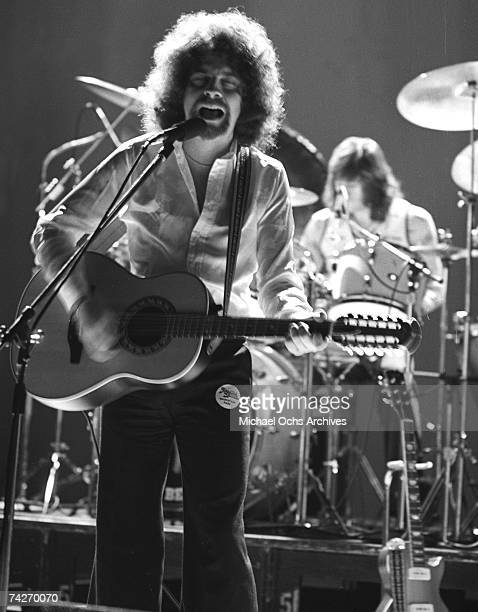 """Jeff Lynne and drummer Bev Bevan of """"Electric Light Orchestra"""" perform onstage in circa 1977."""