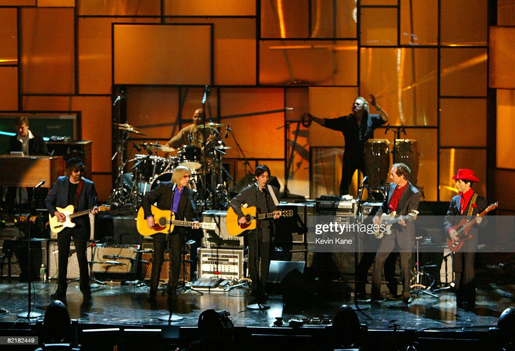 The 19th Annual Rock and Roll Hall of Fame Induction Ceremony - Show : News Photo