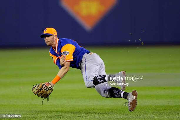 Jeff McNeil of the New York Mets throws the ball to first base during the 2018 Little League Classic against the Philadelphia Phillies at Historic...