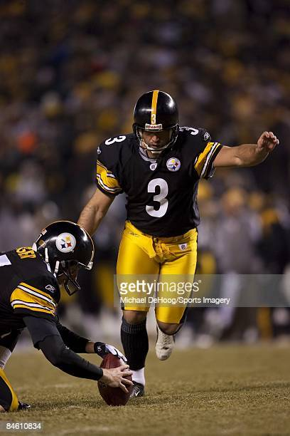 Jeff Reed of the Pittsburgh Steelers gets ready to kick during a AFC Divisional Playoff Game against the San Diego Chargers on January 11, 2009 at...