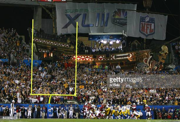 Jeff Reed of the Pittsburgh Steelers kicks a field goal in the first quarter during Super Bowl XLIII against the Arizona Cardinals on February 1,...
