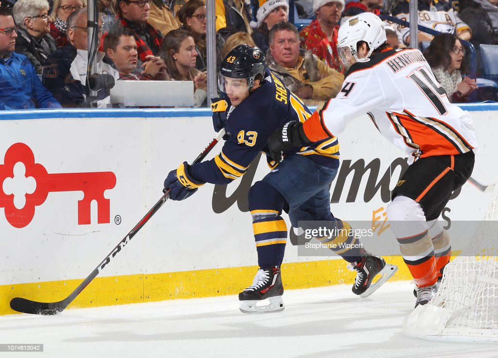 37204c02e Jeff Skinner of the Buffalo Sabres controls the puck against Adam ...
