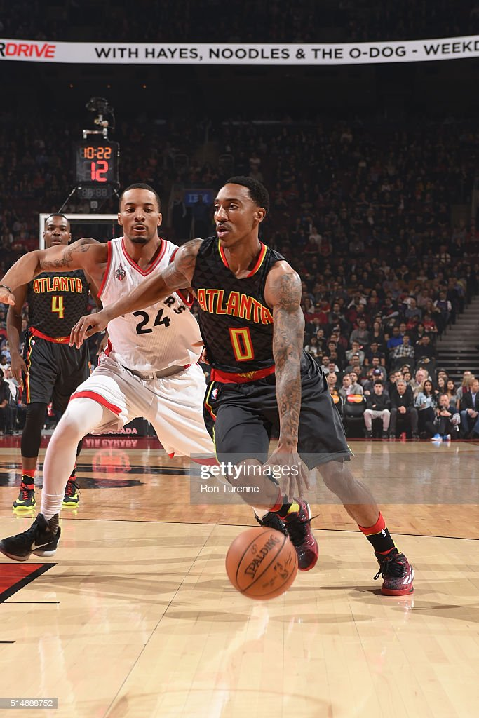 Jeff Teague #0 of the Atlanta Hawks handles the ball against the Toronto Raptors on March 10, 2016 at the Air Canada Centre in Toronto, Ontario, Canada.