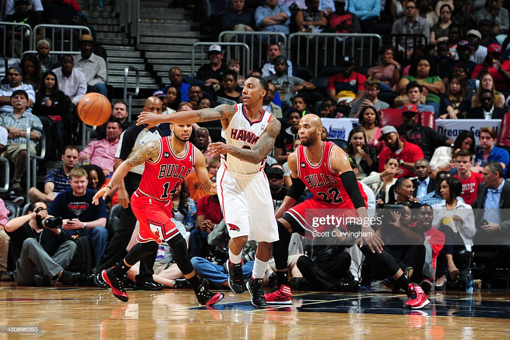 Jeff Teague #0 of the Atlanta Hawks passes the ball against the Chicago Bulls on April 2, 2014 at Philips Arena in Atlanta, Georgia.