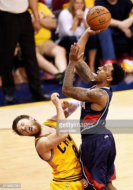 Jeff Teague of the Atlanta Hawks shoots against Matthew Dellavedova of the Cleveland Cavaliers in the fourth quarter during Game Three of the Eastern...
