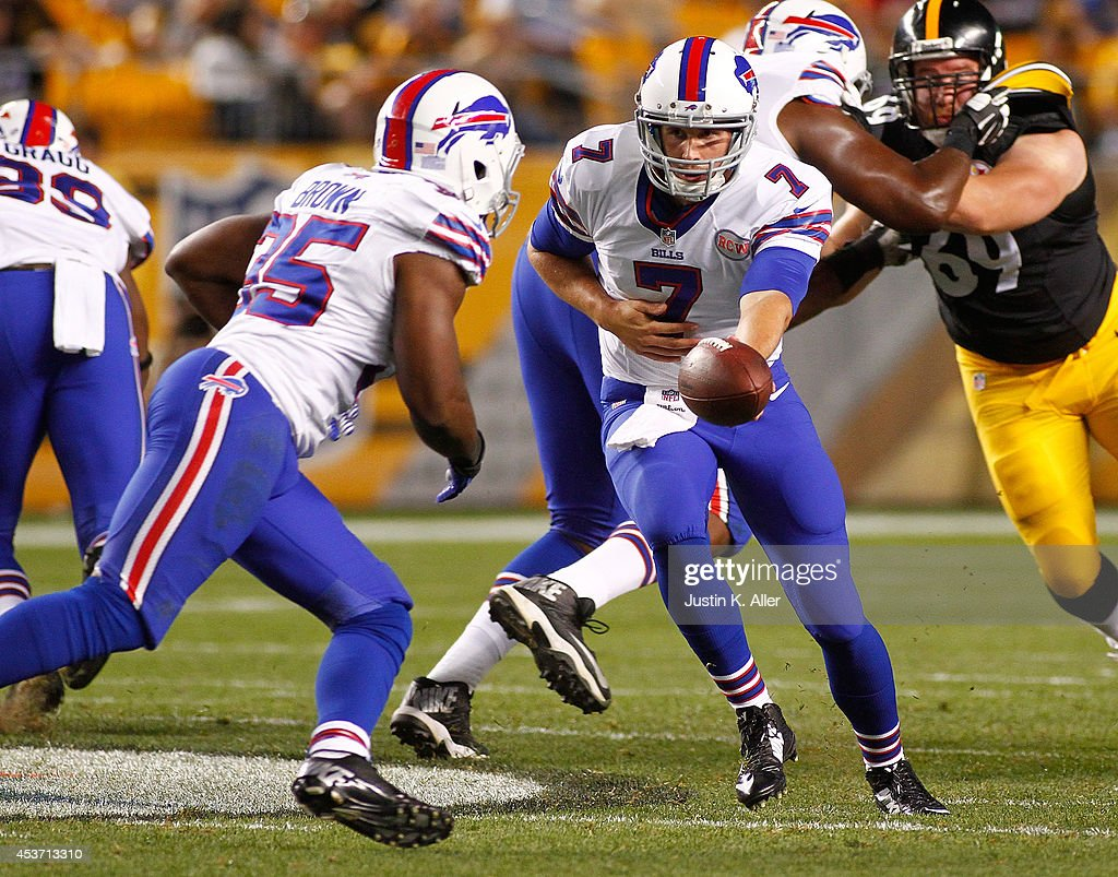 Jeff Tuel #7 hands the ball off to Bryce Brown #35 of the Buffalo Bills during the third quarter against the Pittsburgh Steelers at Heinz Field on August 16, 2014 in Pittsburgh, Pennsylvania.