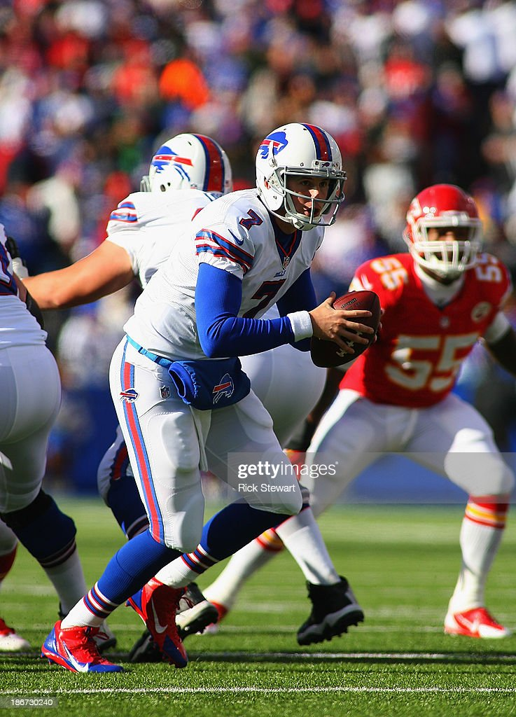 Jeff Tuel #7 of the Buffalo Bills readies to hand off against the Kansas City Chiefs at Ralph Wilson Stadium on November 3, 2013 in Orchard Park, New York. Kansas City won 23-13.