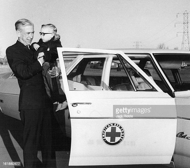 FEB 5 1968 JUN 14 1968 JUN 19 1968 Jefferson County Red Cross Volunteer Starts Trip With Small Passenger James Carson 520 S Xenon St is motor pool...