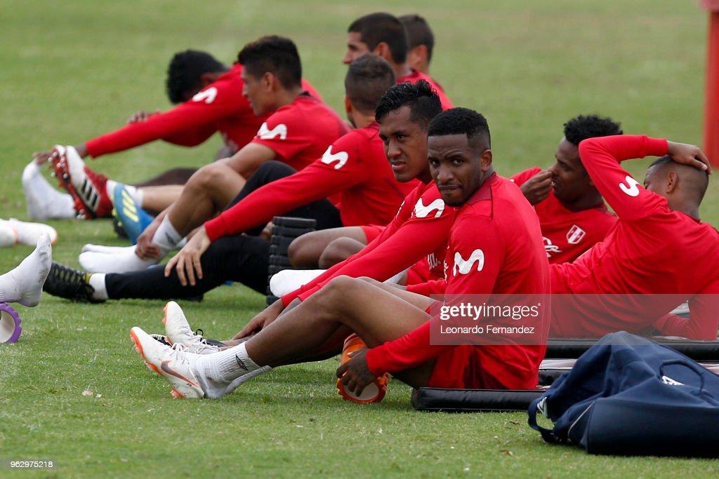 Peru Training Session : News Photo