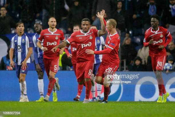 Jefferson Farfan of Lokomotiv Moscow, Vladislav Ignatyev of Lokomotiv Moscow during the UEFA Champions League match between FC Porto v Lokomotiv...